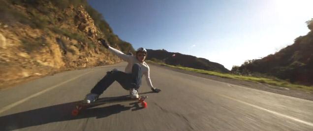 Descente de Malibu Hills en longboard