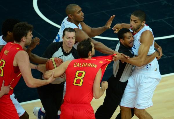 Les beaux gestes des athlètes français qu'on aurait pas vu au football